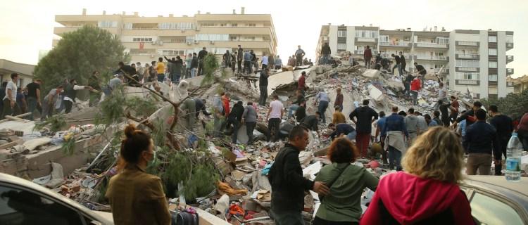 Poderoso terremoto sacude a Turquía y Grecia, matando al menos a 14