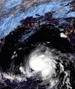 Zeta se debilita a tormenta tropical pero advierten que retomará fuerza