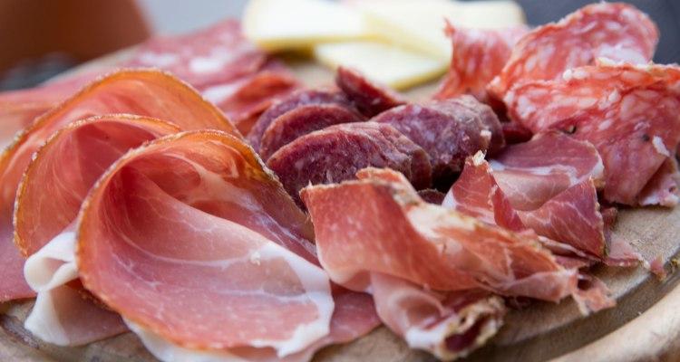 CDC: Advertencia por brote de Listeria en carnes frías y embutidos