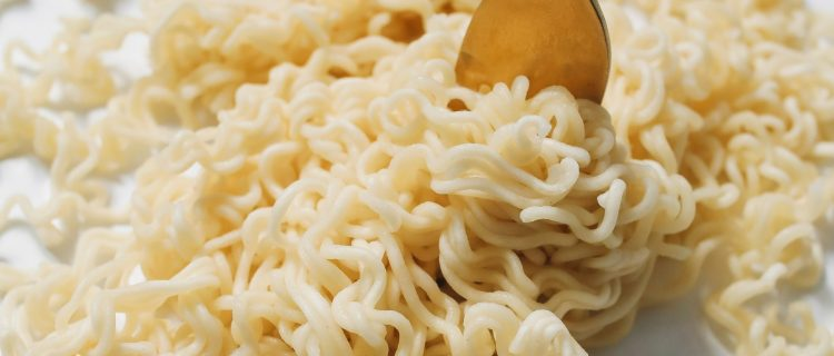 9 miembros de una familia murieron tras comer noodles congelados