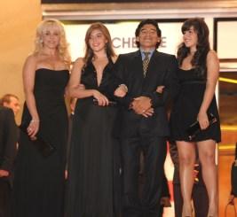 Maradona y su familia en Cannes 2008