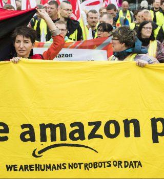 Empleados de Amazon en huelga durante temporada de compras 2020