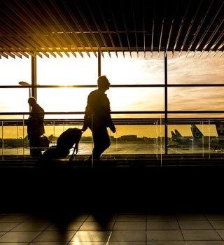 Aeropuerto de Orlando estrena nuevo equipo de seguridad para COVID-19