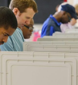 Juez ordena abrir centros de votación en Condado Clark hasta las 8 p.m.
