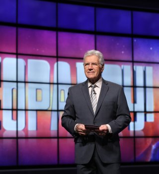 Muere conductor de 'Jeopardy!' Alex Trebek por cáncer de páncreas