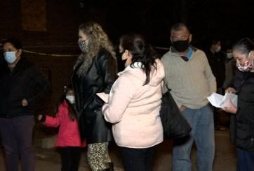 Familias hispanas piden ayuda tras quedar en la calle