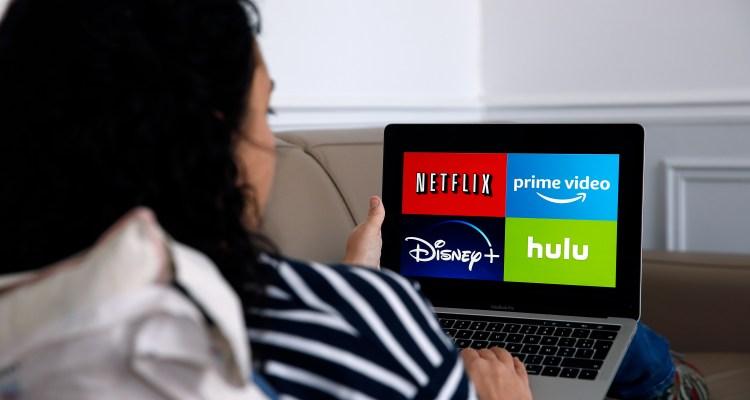 Compañía quiere pagarte $2,500 por ver películas navideñas