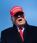 Trump admite que Biden ganó y sigue publicando teorías de conspiración