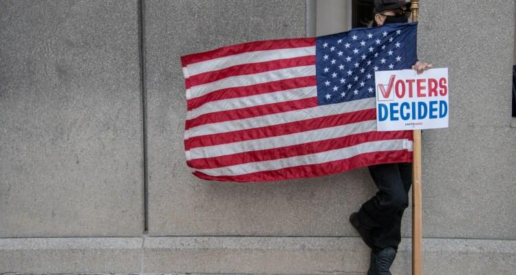 Esfuerzo de Trump para revertir elecciones provoca drama en Michigan