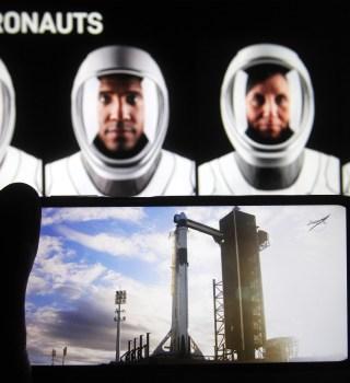 4 astronautas llegan a la Estación Espacial a bordo de la Misión SpaceX