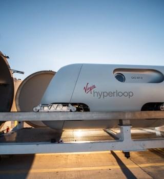 """¿Viajar en un tubo de vacío? """"Virgin Hyperloop"""" hizo la primera prueba"""