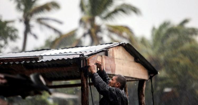 Huracán Eta ya azota Nicaragua y prevén que su paso sea catastrófico