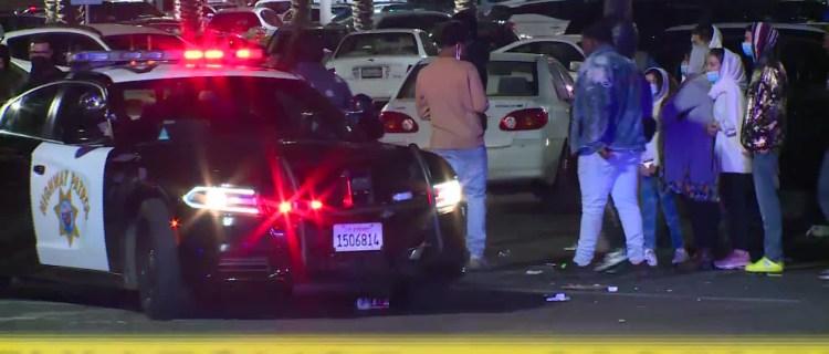 Tiroteo en centro comercial de Sacramento deja 2 muertos