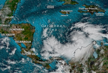 Iota podría abatir Centroamérica con fuerza de huracán