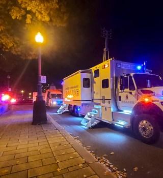 Hombre en traje medieval mató a 2 e hirió a 5 con una espada en Canadá