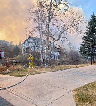 Incendio forestal en Colorado Springs, emiten orden de evacuación