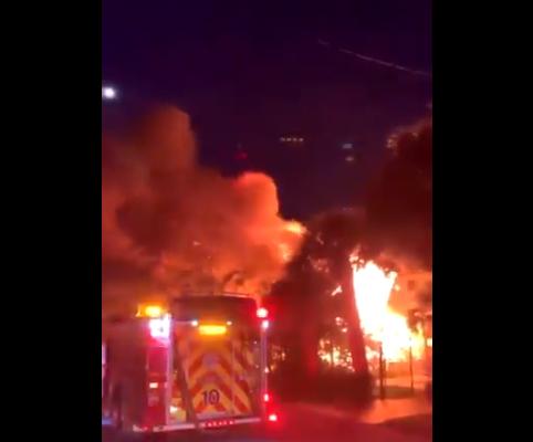 Fuerte incendio deja un herido de gravedad y múltiples casas afectadas