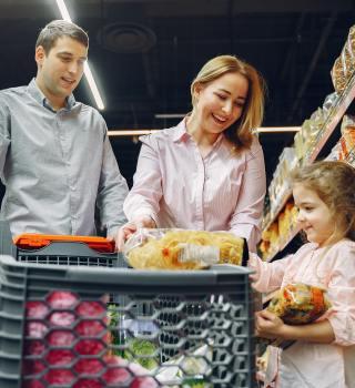 Más tiendas cerrarán este año en el día de Acción de Gracias