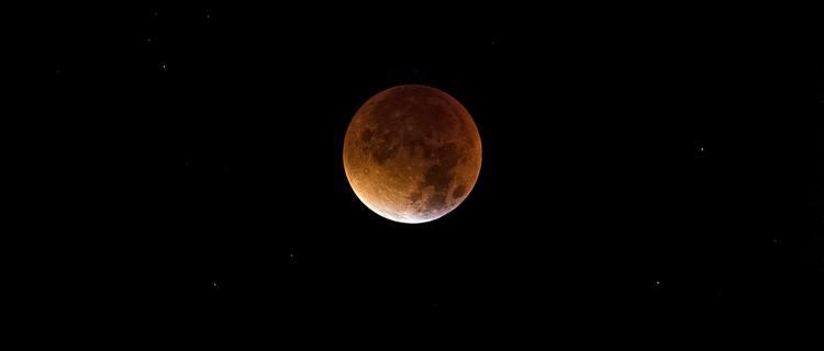 El último eclipse lunar de 2020 será en la madrugada del lunes
