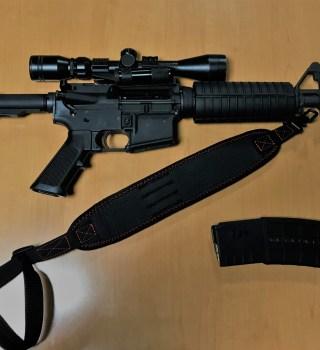 Arrestan hombre con rifle caminando por las calles al este de San Diego