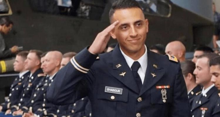 Familiares y amigos le dan el último adiós a piloto del ejército
