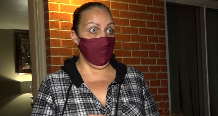 Madre hispana denuncia discriminación en su trabajo