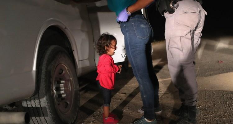 Stephen Miller impidió que familias migrantes recibieran atención
