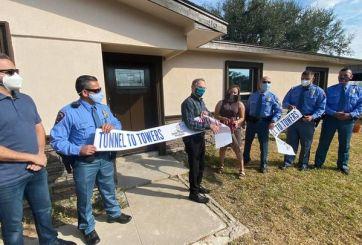 Fundación paga hipoteca a familia de oficial caído en McAllen