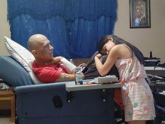 Emily y su papá Rigos
