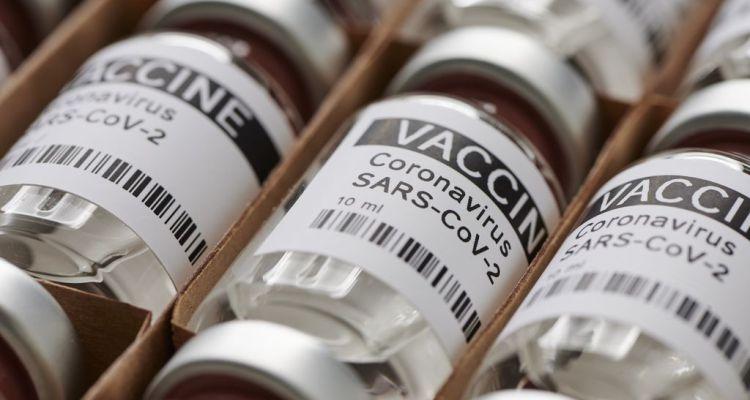 Son necesarias ambas dosis de la vacuna COVID-19 para que haga efecto, advierten