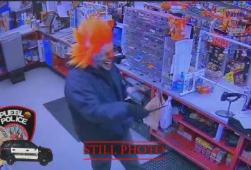 Aterrador payaso armado con cuchillo asaltó tienda de Colorado