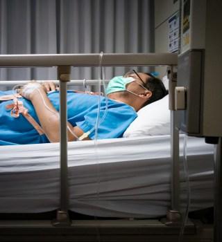 Hombre sobrevive a Covid tras 4 semanas conectado a respirador