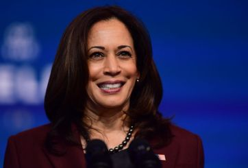 Vicepresidenta electa Kamala Harris recibe dosis de vacuna contra Covid-19