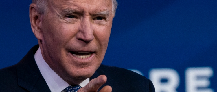 Juez federal bloqueó plan de Biden para detener las deportaciones