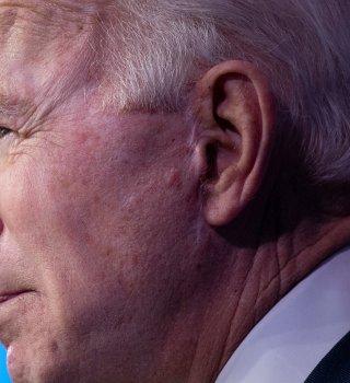 Biden fustiga a Trump por lenta distribución de vacunas contra Covid