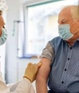 Cambios a plan de vacunación para adultos mayores de 75 años