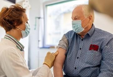 Extienden vacunación para adultos mayores de 75 años en San Diego