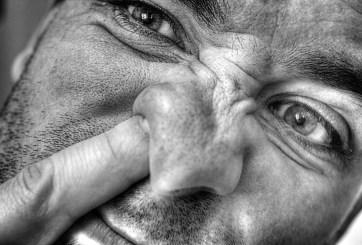 Hurgarse la nariz no solo es asqueroso, también peligroso en tiempos de COVID-19