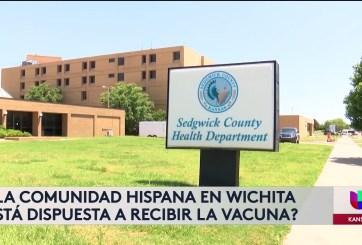 Hispanos en Wichita esperan las vacunas contra Covid-19