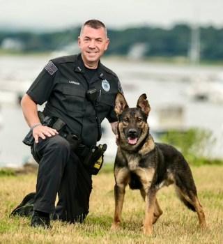 Oficial de Plymouth es atacado por su compañero canino