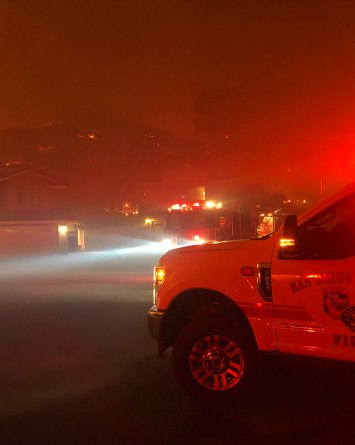 """Incendio forestal """"Willow"""" en El Cajon destruye 1 casa y está 50% contenido"""
