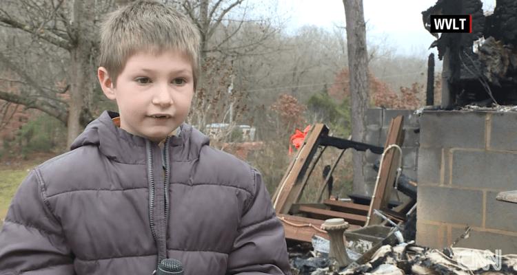 Niño de 7 años regresa a casa en llamas para salvar a hermana bebé