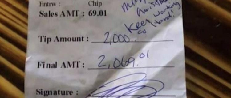 Camarera de Texas recibe $2.000 de propina tras presunta estafa