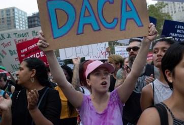 Gobierno restaura DACA, empieza a recibir solicitudes del programa