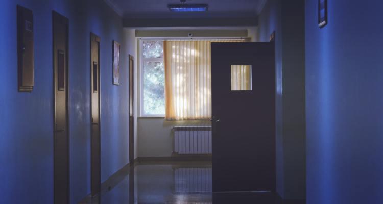 Florida cerca de las 21,000 muertes por COVID-19 mientras vacunan en el estado