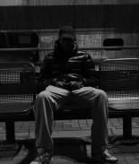 Joven fue expulsado de su propio funeral porque lo embalsamaron sentado