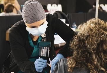 Habilitan Coliseo de El Paso como centro de vacunación vs el COVID-19