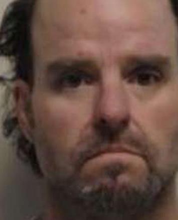 Hombre terminó arrestado tras fingir ser un policía para robar una dona