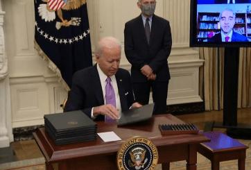 Joe Biden extiende mora para pago de préstamos estudiantiles