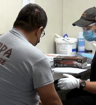 Bomberos de Tampa comenzaron a ser vacunados contra el COVID-19